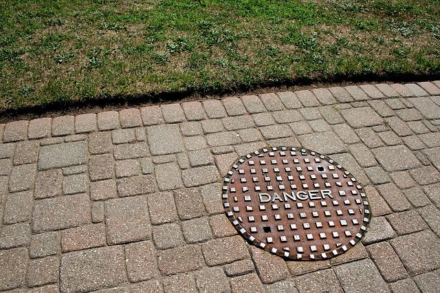 manhole-71627_640.jpg