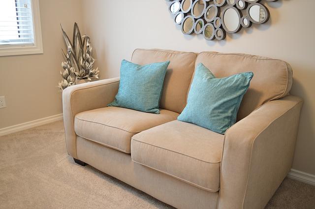 love-seat-1090458_640.jpg